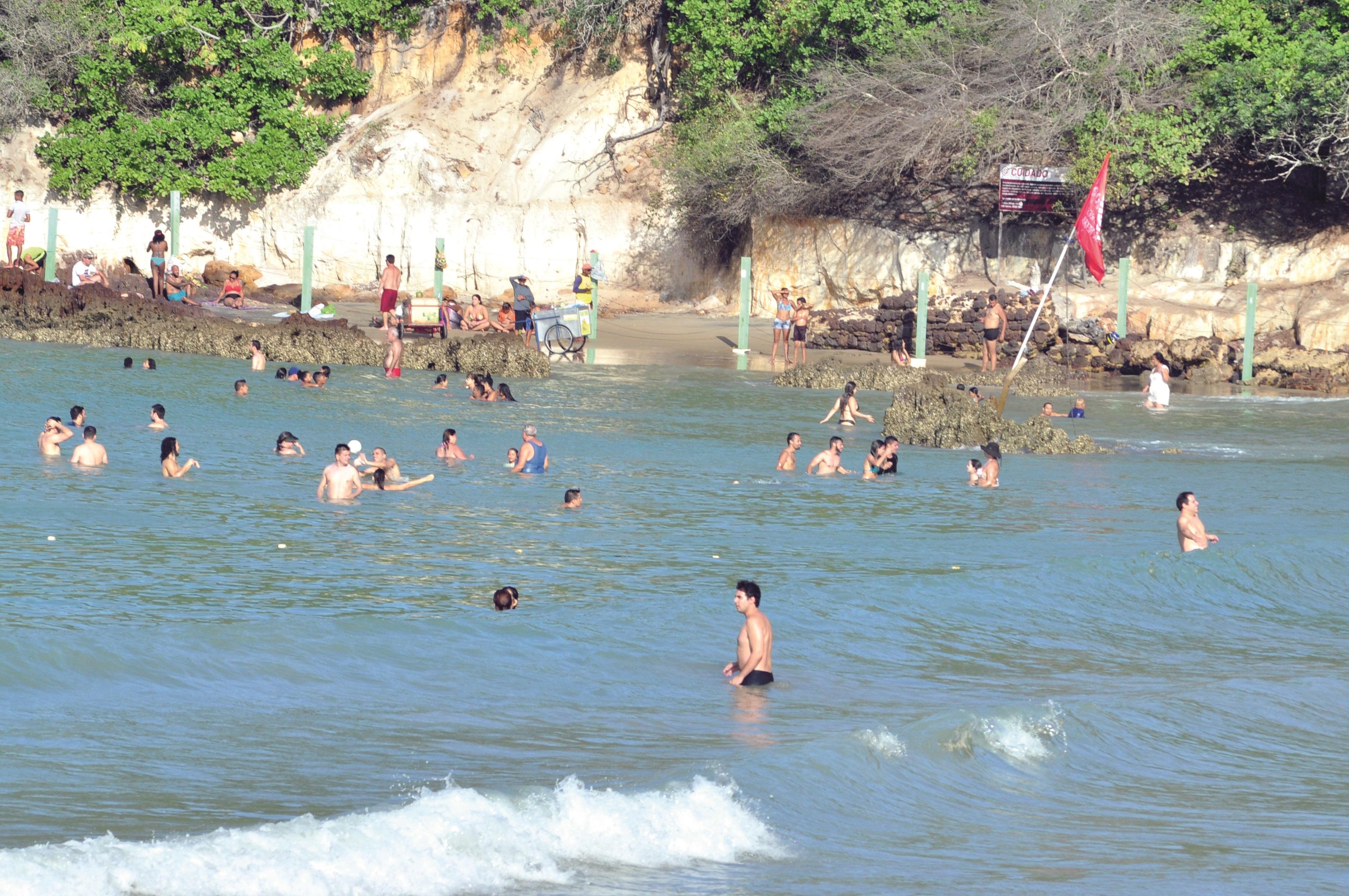 Banhistas e Turistas na Praia de ponta Negra 11