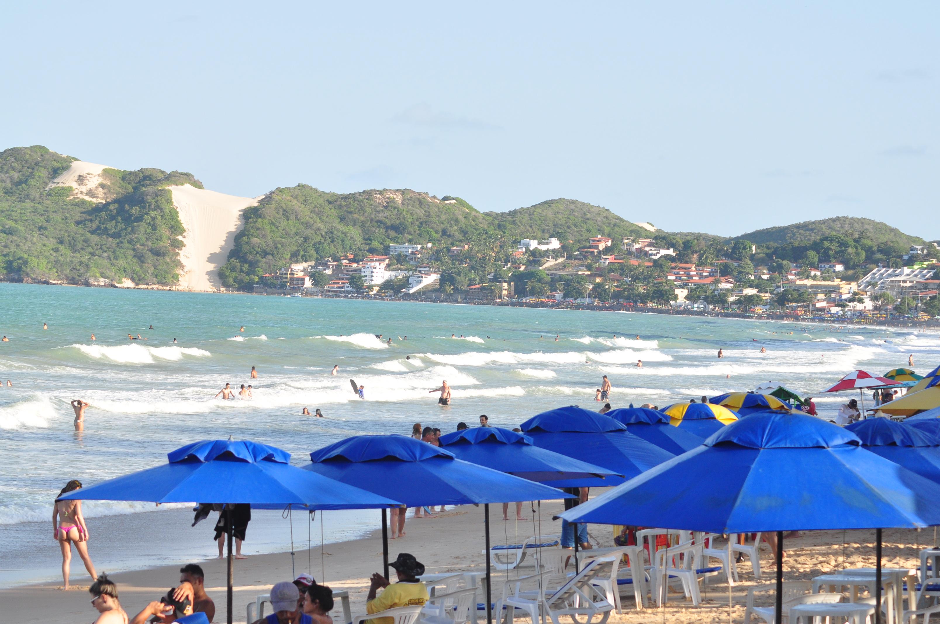 Banhistas e Turistas na Praia de ponta Negra 72