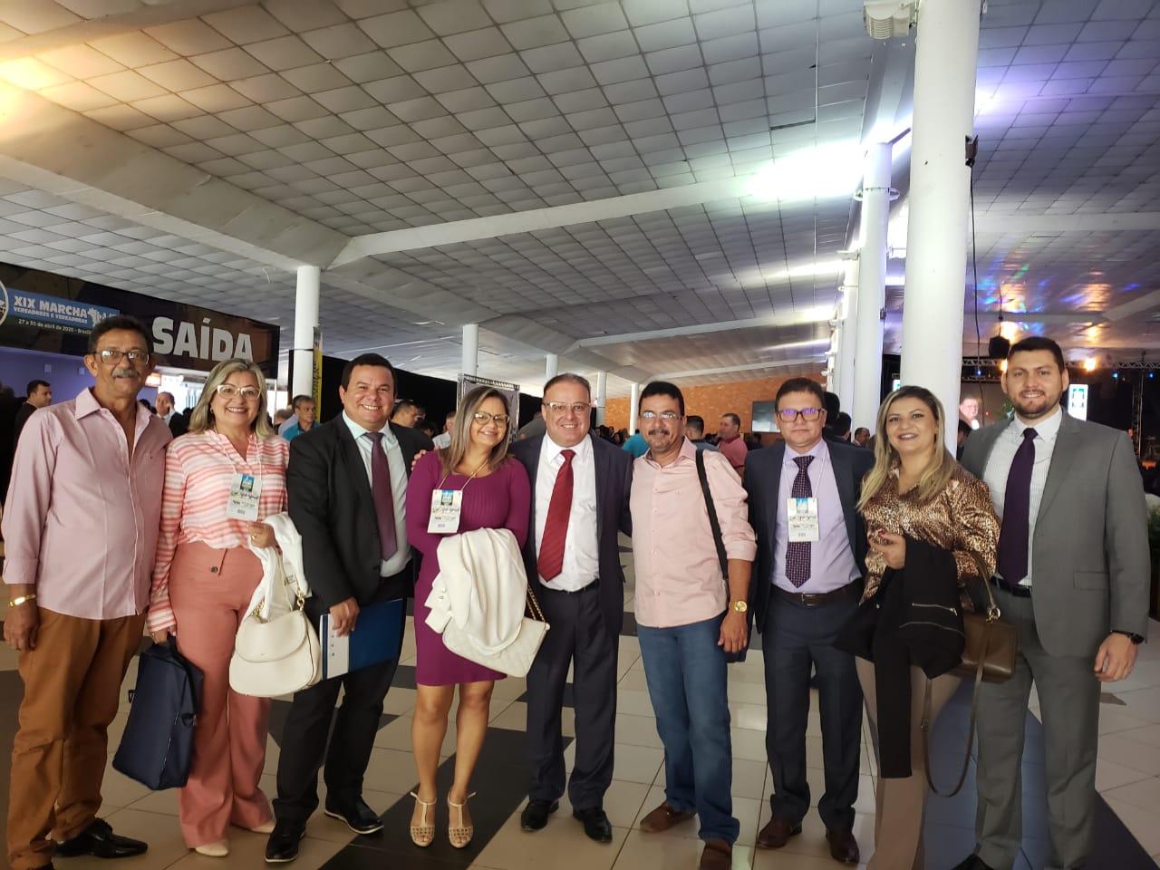 Paulinho Freire junto aos vereadores de Guamaré e o presidente da Câmara Municipal Eudes Miranda