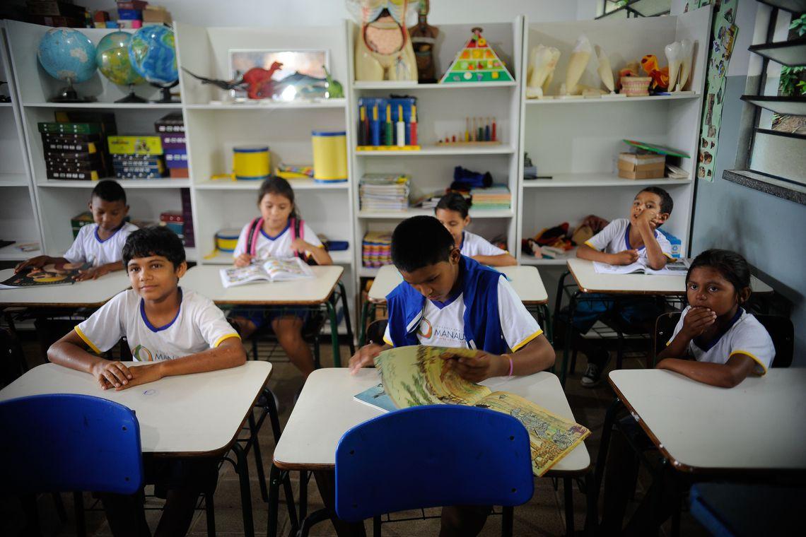 criancas na escola