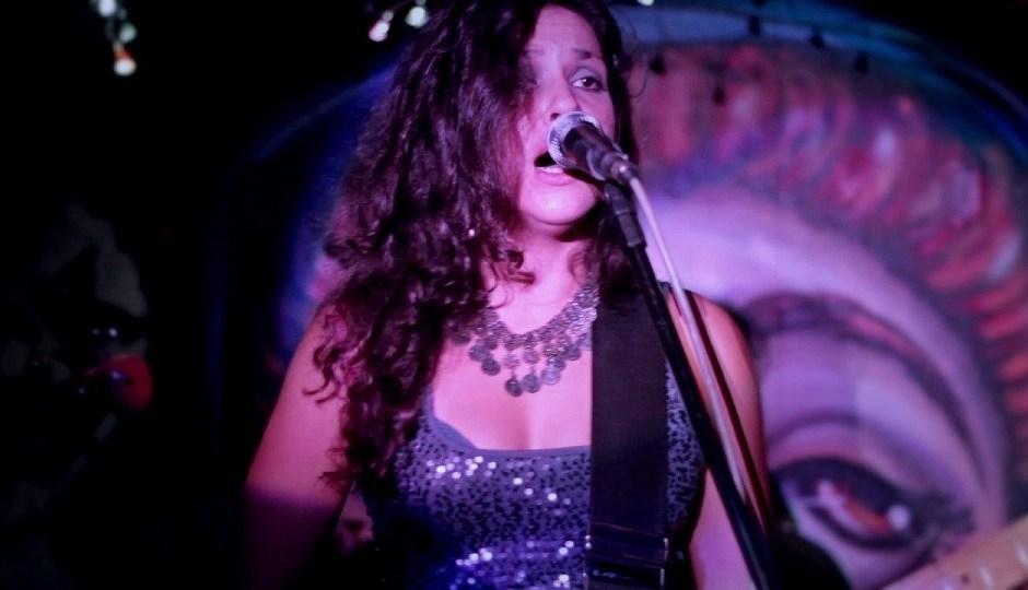 Angela Castro cantora 1