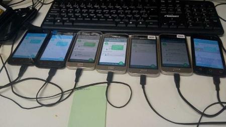 18set2019 celulares conectados a computador fazem envio de mensagens de whatsapp em massa com a ajuda de robos