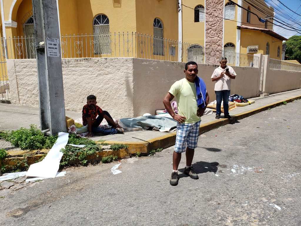 Famílias viviam embaixo da estrutura. Foto: Bruno Vital/Agora RN