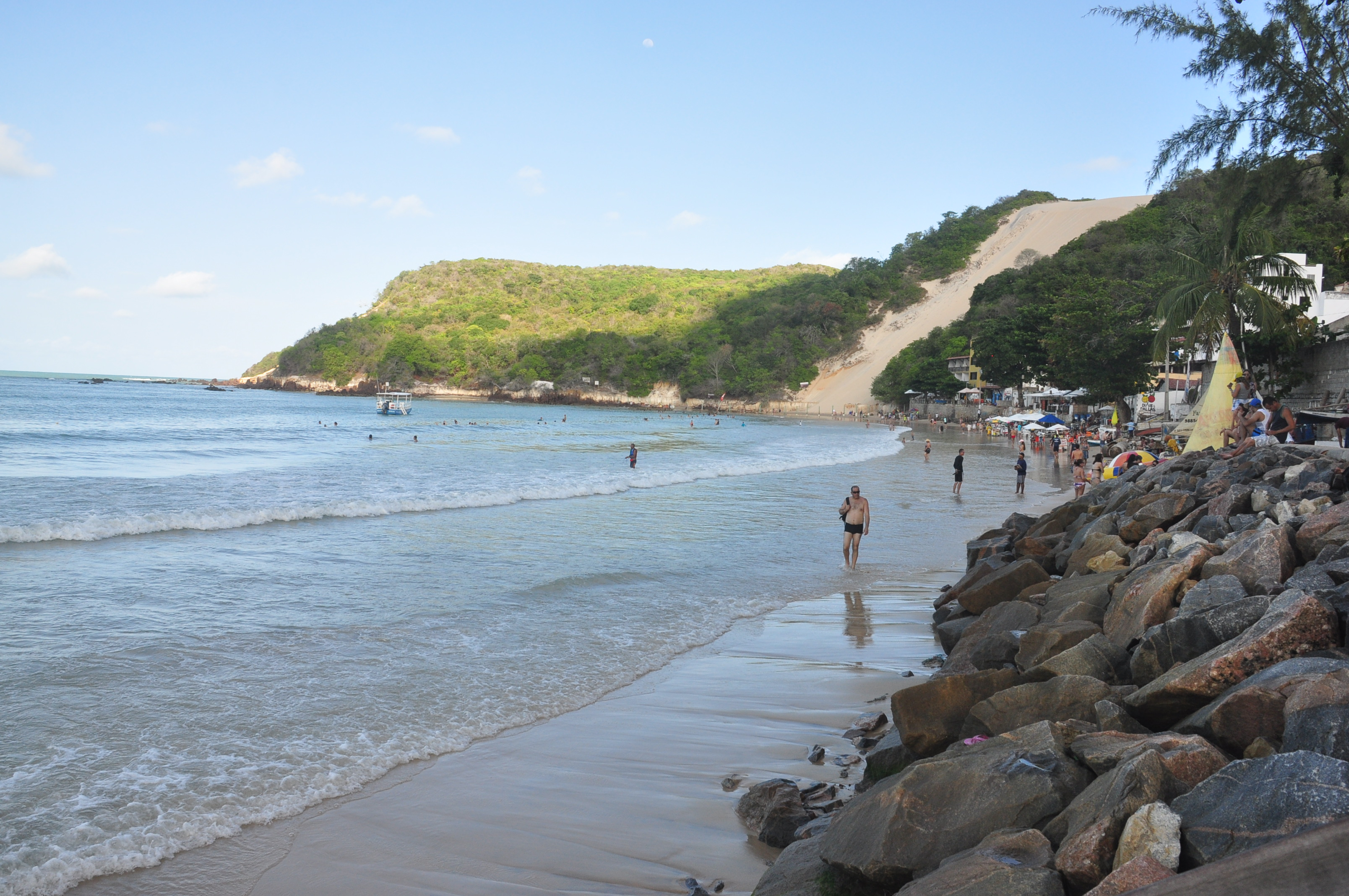 Banhistas e Turistas na Praia de ponta Negra 8