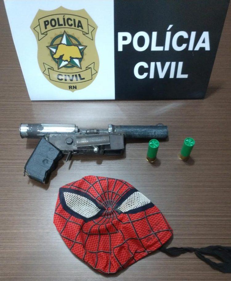 Resultado de imagem para Com máscara do Homem-Aranha e arma caseira, ladrão é surrado em Macaíba