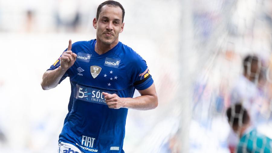 rodriguinho comemora seu gol durante partida do cruzeiro contra o tupynambas no estadio mineirao pelo campeonato mineiro 2019