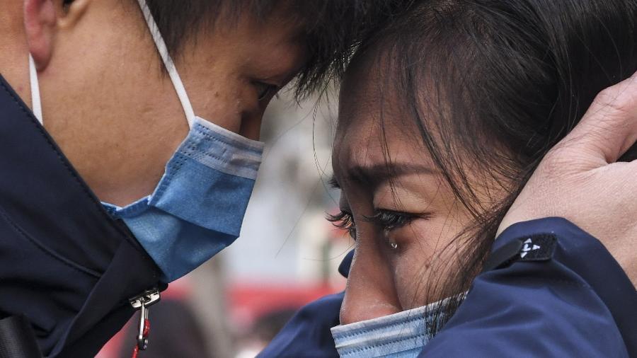 uma equipe composta por 142 medicos de xinjiang partiram para wuhan na terca feira para ajudar no combate a coronavirus no pais