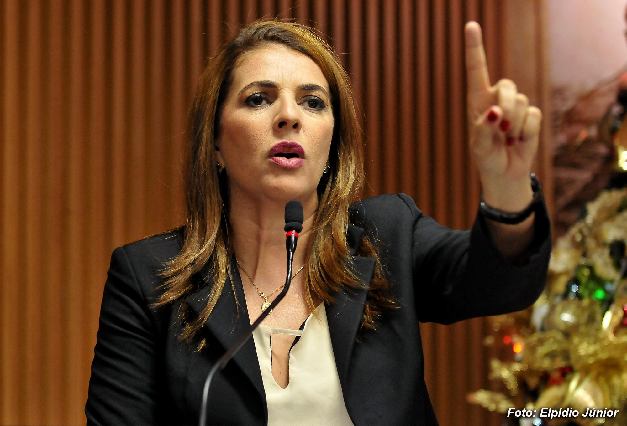 Nina Souza Foto Elpídio