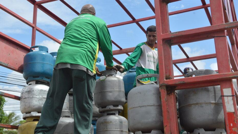 Venda de Gás de Cozinha à 40 reais Petrobras Natal protesto do petroleiros 31 e1613042117261