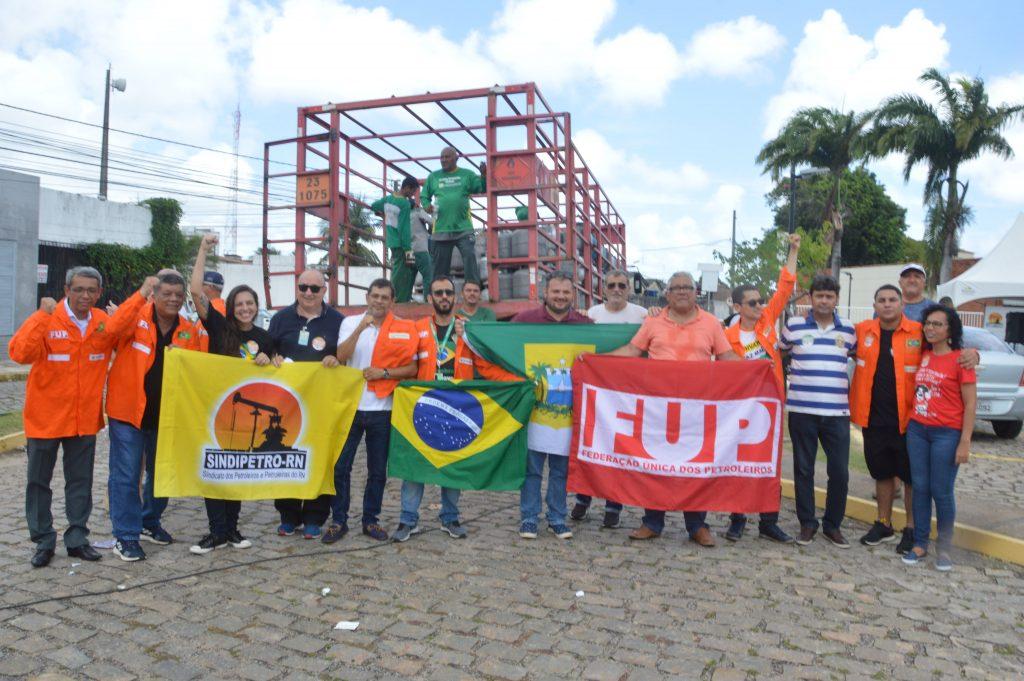 Venda de Gás de Cozinha à 40 reais Petrobras Natal protesto do petroleiros 59