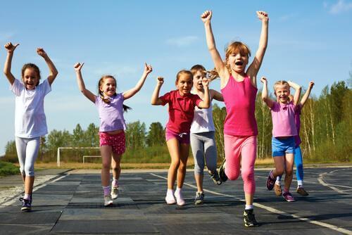 criancas praticando esporte
