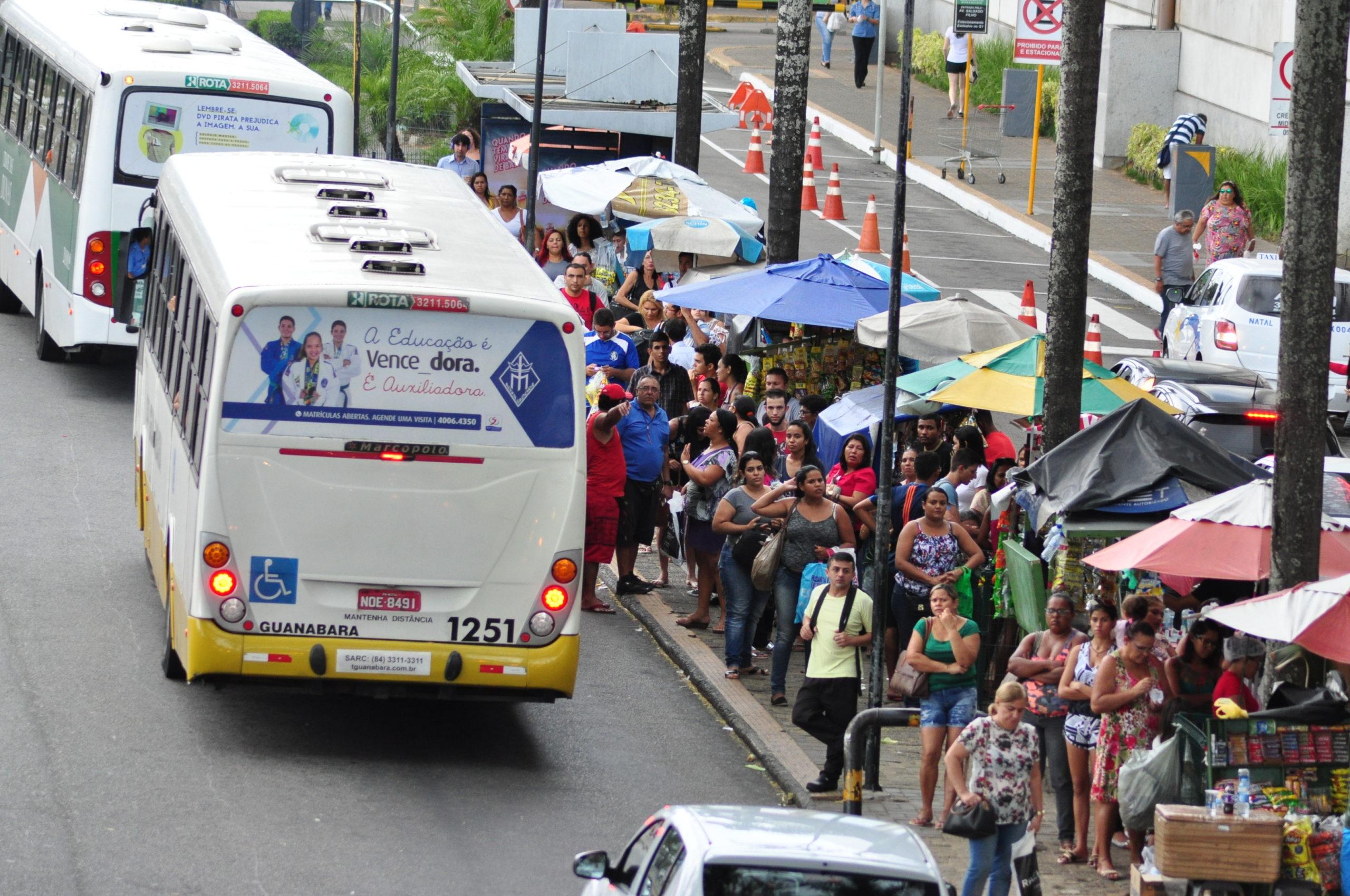 Parada de Onibus na av Bernardo Vieira 3 scaled