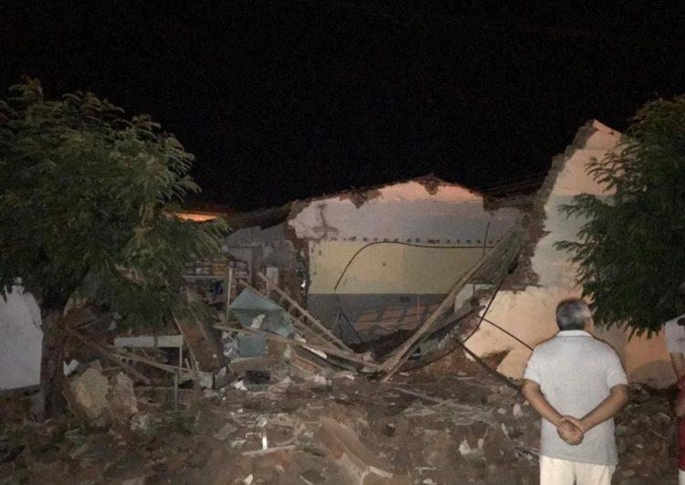 Resultado de imagem para Quadrilha ataca Correios em Passa e Fica, explode cofre e destrói agência
