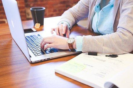 estudante computador 13032020121141993
