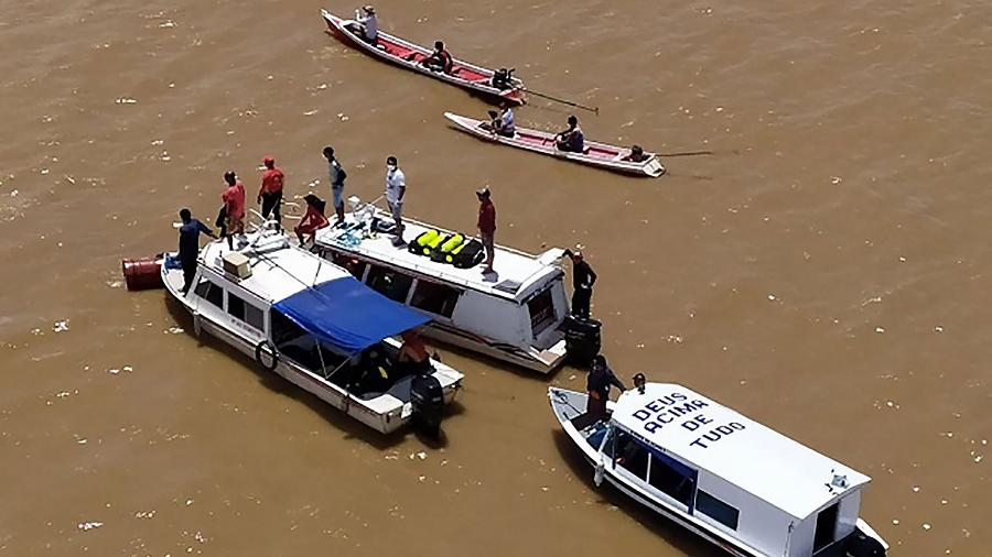 grupo de busca procura as vitimas do naufragio do anna karoline no amapa