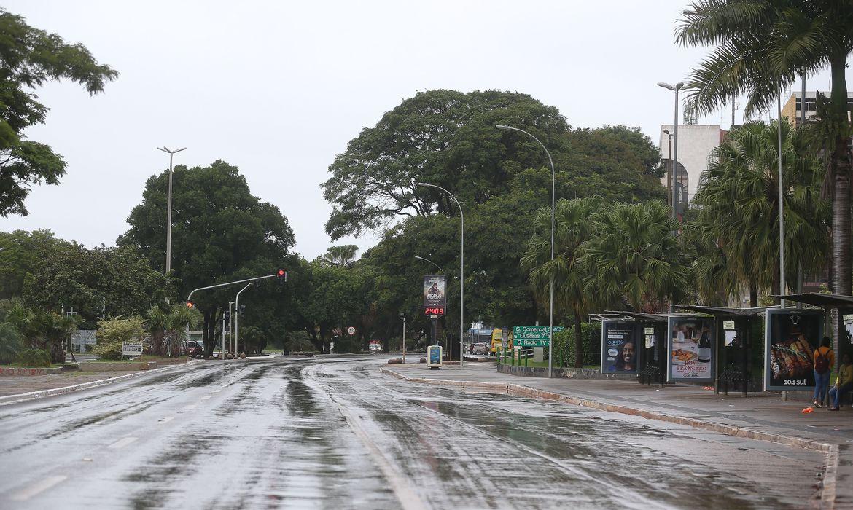 avenida w3 sul praticamente vazia na manha de 3a feira2403209961