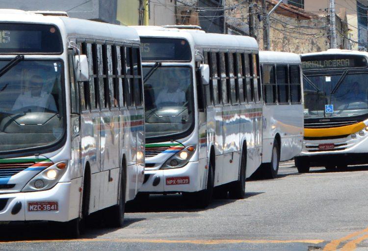 onibus parados 750x511 1