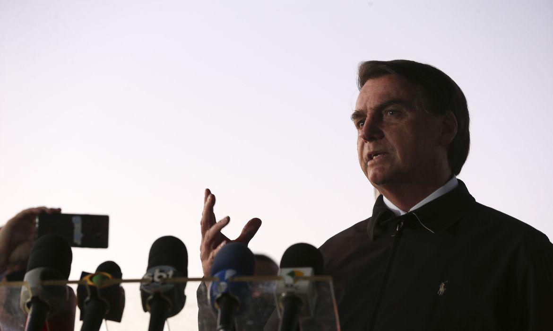 260520o presidente jair bolsonaro cumprimenta populares e fala a imprensa no palacio da alvorada 3208