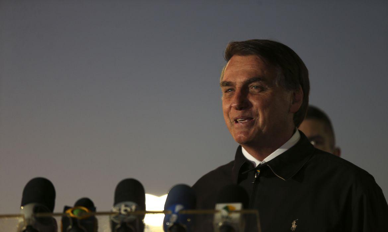 260520o presidente jair bolsonaro cumprimenta populares e fala a imprensa no palacio da alvorada 3218