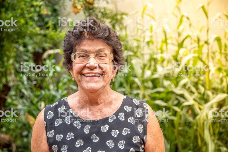 mulher idosa stock 768x512 1