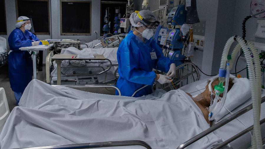 paciente com covid 19 e atendido na uti do hospital tide setubal na zona leste de sao paulo