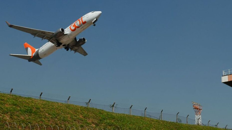 aviao decola no aeroporto de congonhas abr 010819196625330
