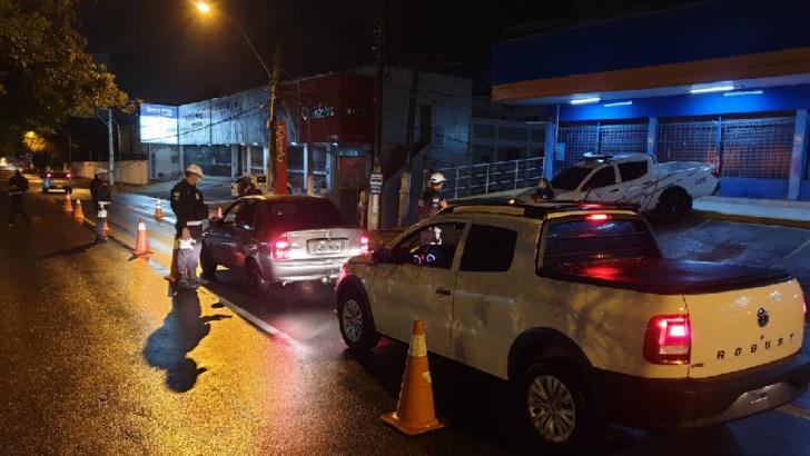 Operação lei seca autua 10 por embriaguez ao volante e prende 3 por tráfico na zona sul de natal
