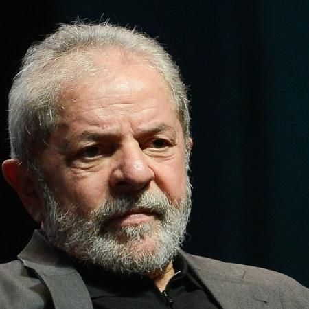 Lula pede impeachment de bolsonaro por vetar compra de coronavac