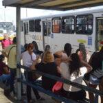 Motoristas do transporte alternativo aderem à greve e fecham avenidas em natal