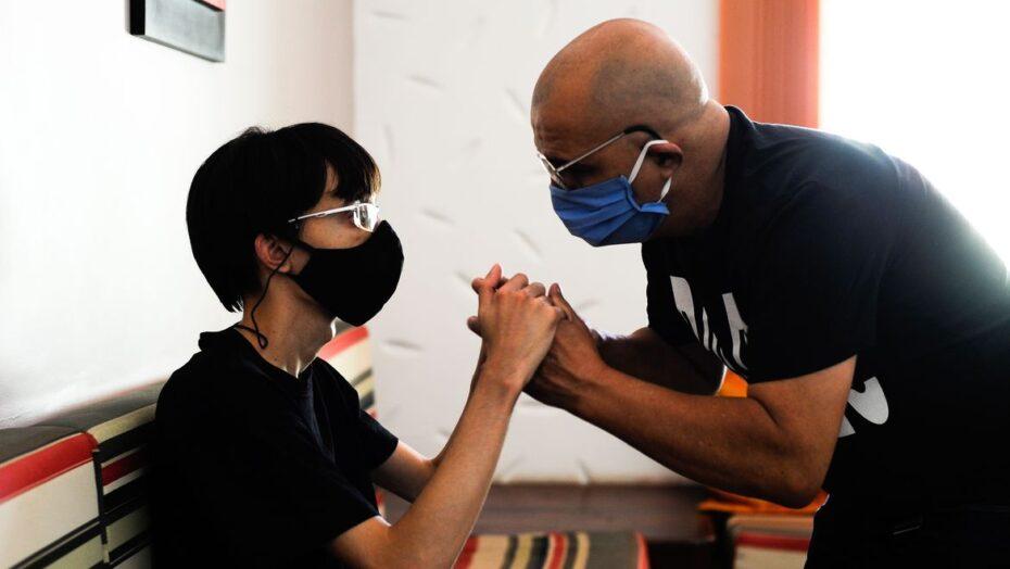 iury moraes e o primeiro estudante da universidade de brasilia surdo e cego a se formar num curso de graduacao.1610202309 0