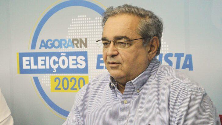 Álvaro promete que, se reeleito, não renunciará e diminuirá número de secretarias