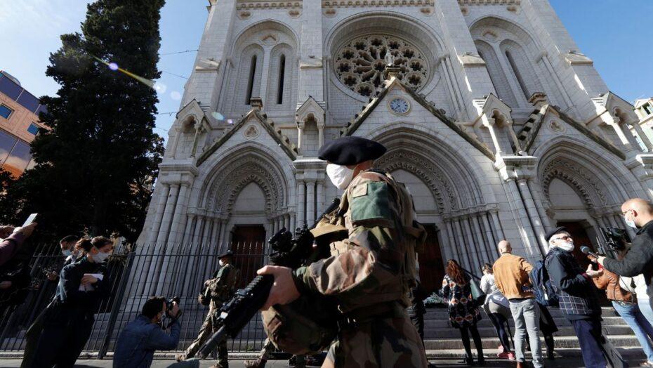Nice vive luto por ataque em igreja; ministro alerta para atentados