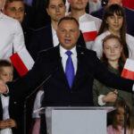 Presidente da polônia andrzej duda testa positivo para covid-19
