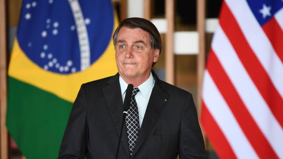 Bolsonaro diz a apoiadores ter pedido flexibilização para entrada de estudantes nos eua