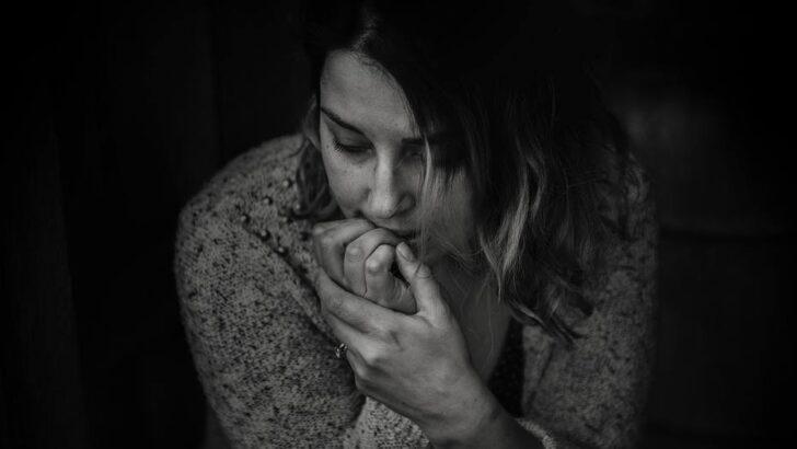Ansiedade: o que é o transtorno, sintomas e como controlar uma crise