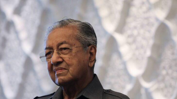 Ex-premiê da malásia diz que muçulmanos têm 'direito de matar milhões de franceses'