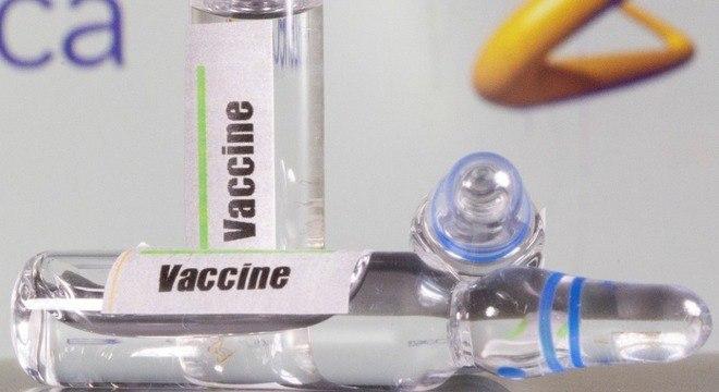 Astrazeneca muda data de entrega de vacina para brasil para janeiro