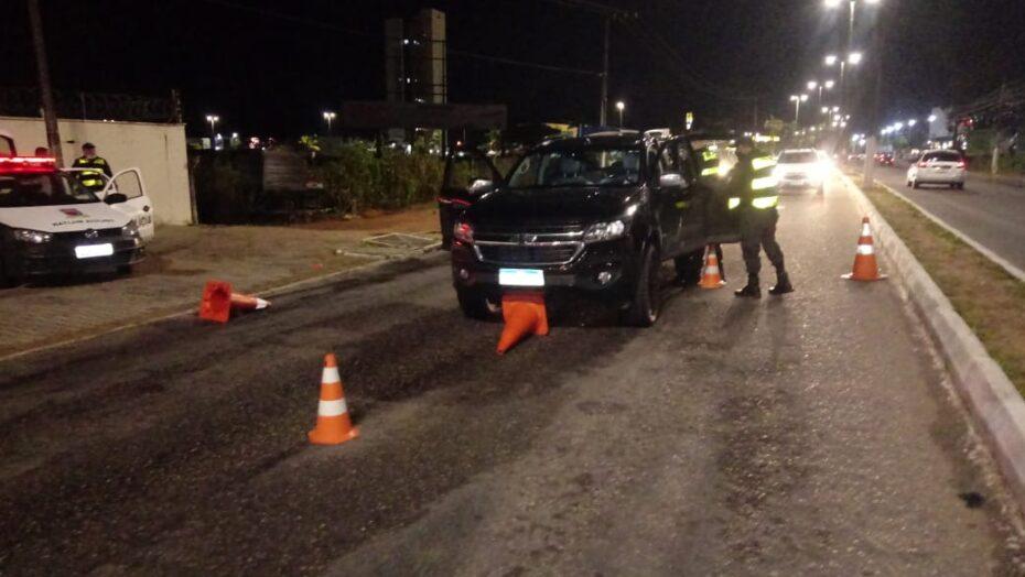"""Homem """"fura"""" blitz da lei seca e é detido pela polícia na zona sul de natal"""