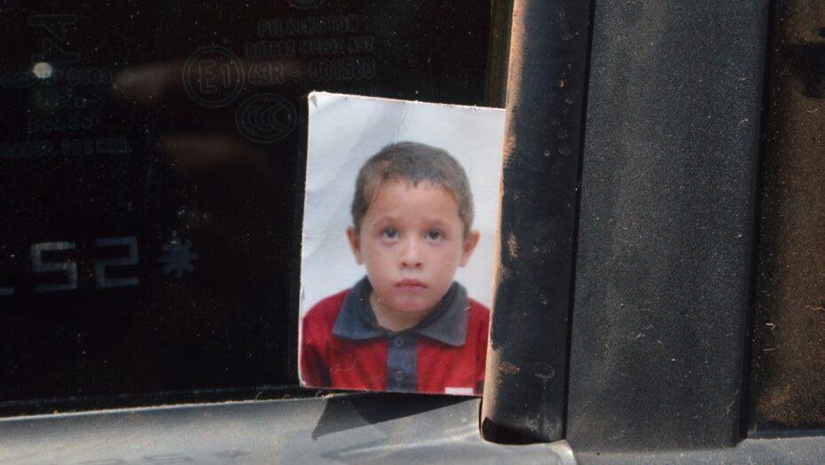 Família busca garoto de 8 anos que desapareceu há uma semana na zona norte de natal
