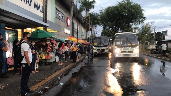 Paralisação do transporte alternativo interdita trânsito em natal