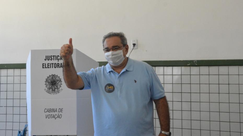 Em natal, Álvaro dias vota preocupado com a pandemia do coronavírus