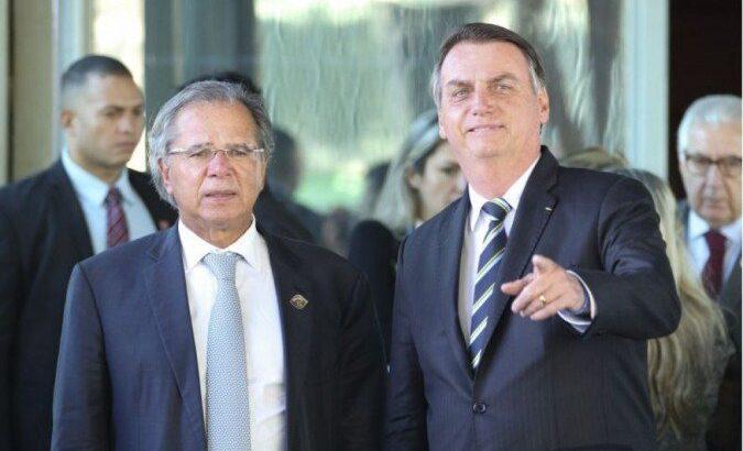 """Bolsonaro comemora dados do caged e diz que guedes é """"insubstituível"""""""