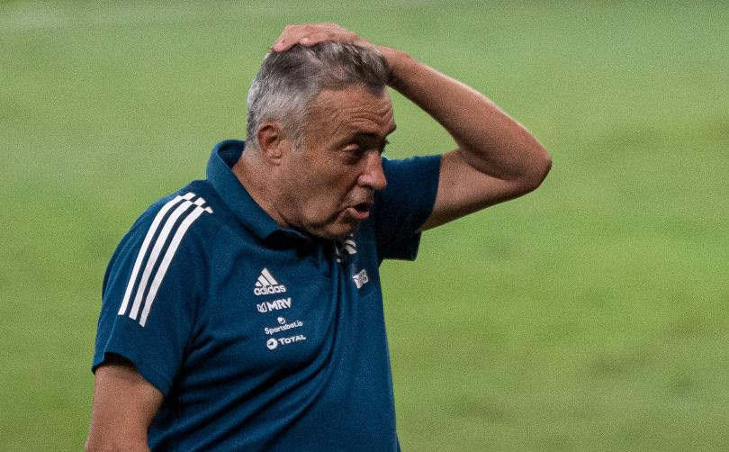 Flamengo demite domènec após sofrer goleadas e pressão da torcida