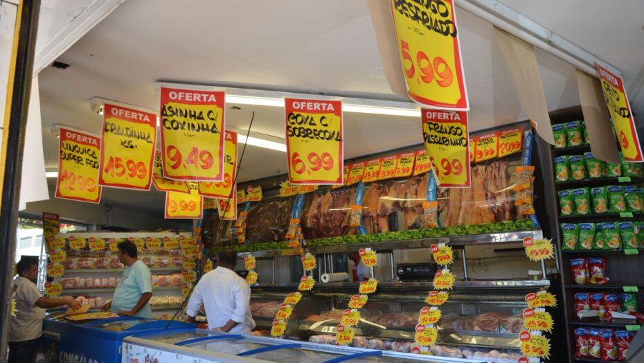 Com pressão dos alimentos, prévia da inflação sobe 0,81% em novembro