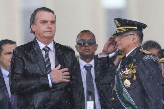 """Bolsonaro responde pujol: presidente é """"autoridade suprema"""" das forças armadas"""