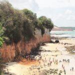Prefeitura de tibau do sul interdita 9 estabelecimentos próximos a falésias onde família morreu soterrada