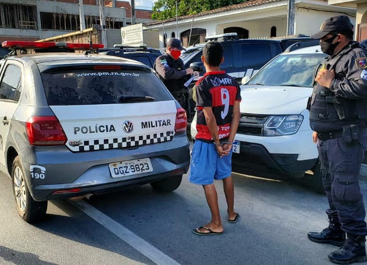 Polícias civil e militar realizam operação contra o tráfico de drogas em nova cruz