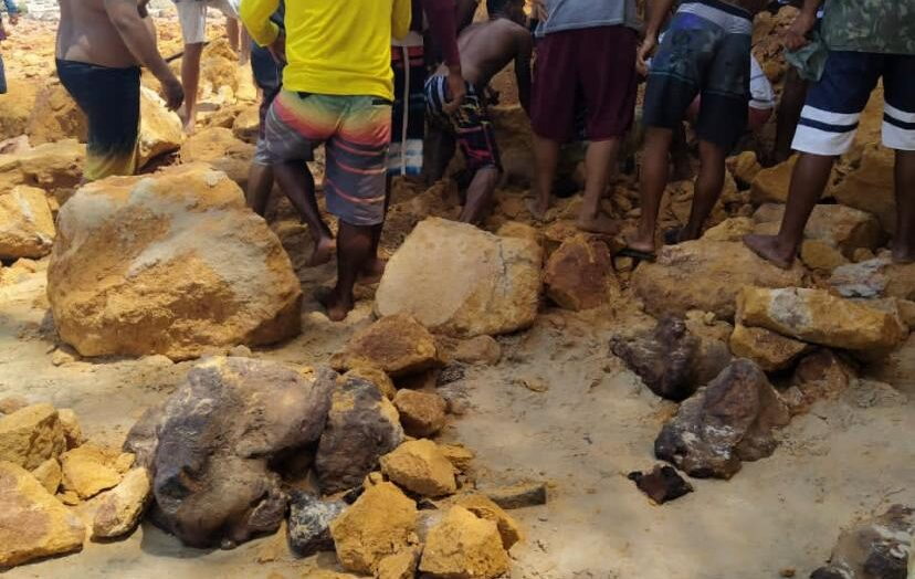 Falésia desaba na praia da pipa e casal e filho morrem; veja vÍdeo