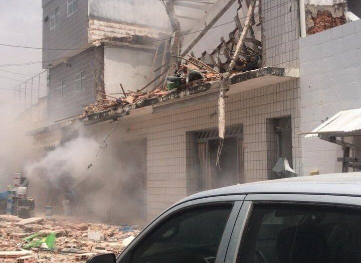 Corpo de bombeiros do rn atua em ocorrência de explosão e desabamento no centro de apodi