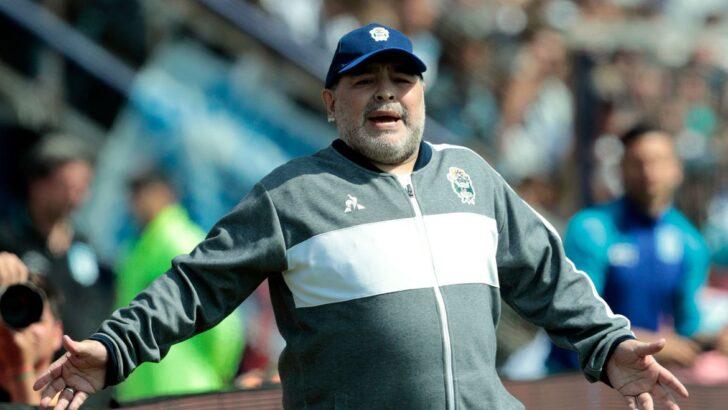 Maradona é operado com sucesso de hematoma na cabeça, diz médico